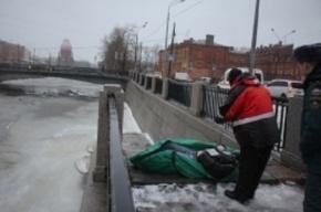 Упавшего в Обводный канал мужчину спасатели нашли мертвым