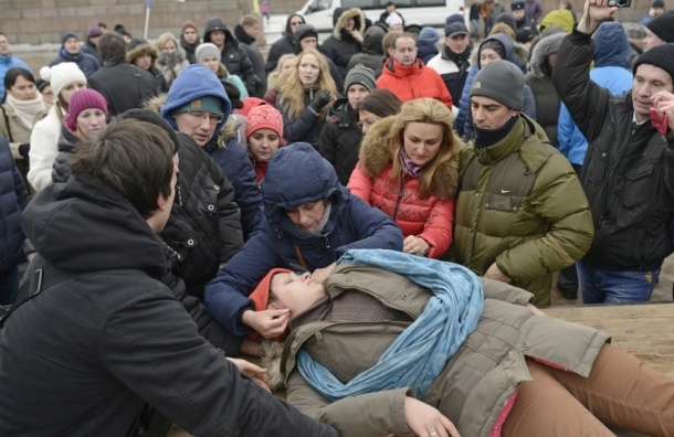 Женщина с ребенком потеряла сознание на митинге обманутых дольщиков