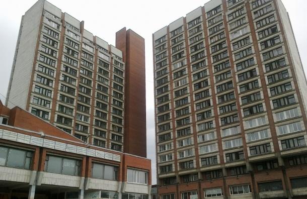 Студент СПбГУ выбросился из окна общежития в Петергофе