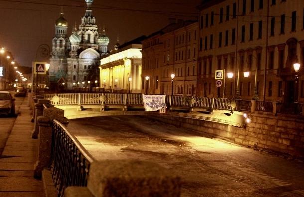 В центре Петербурга повесили антивоенный плакат в защиту Савченко