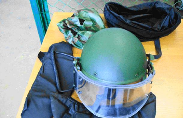 Пулковская таможня не пропустила почтовую посылку с бронежилетами и шлемом