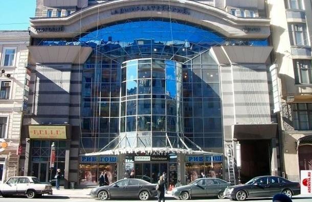 В Петербурге могут проверить все торговые центры после пожара в Казани