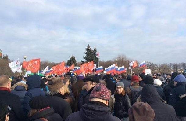 На Марсовом поле митинг в память Бориса Немцова собрал более 5 тысяч человек