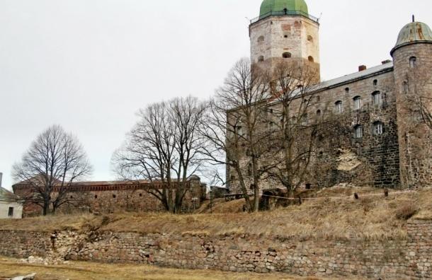 В Выборгском замке обрушилась часть стены