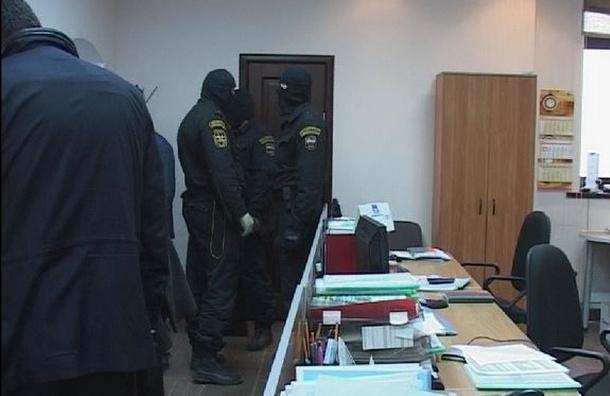 300 следователей проводят обыски по делу о незаконном возврате НДС