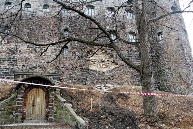Рухнула стена Выборгского замка: Фото