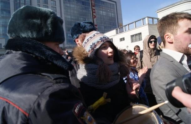 Антифашистов, задержанных у отеля Holliday Inn, отпустили из зала суда