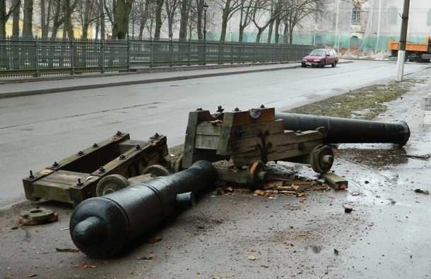 В ДТП пострадали пушки у Музея истории Кронштадта