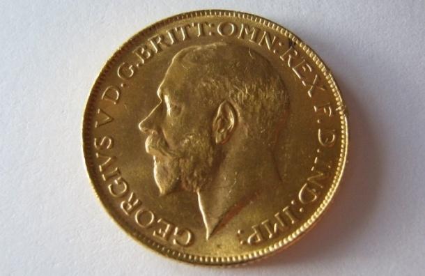 Жительницу Петербурга чуть не задушили из-за двух золотых монет