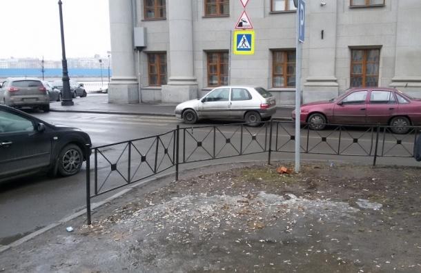 С таянием снегов в Петербурге «расцветают» окурки