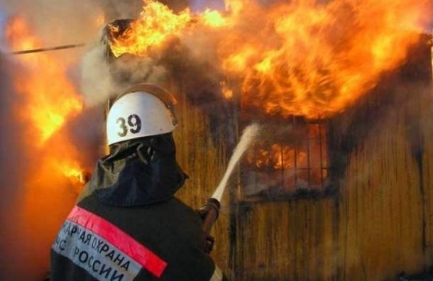 В Петро-Славянке горел 2-х этажный частный дом