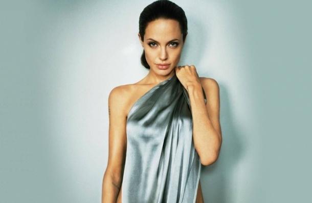 Анджелина Джоли удалила яичники, чтобы не заболеть раком