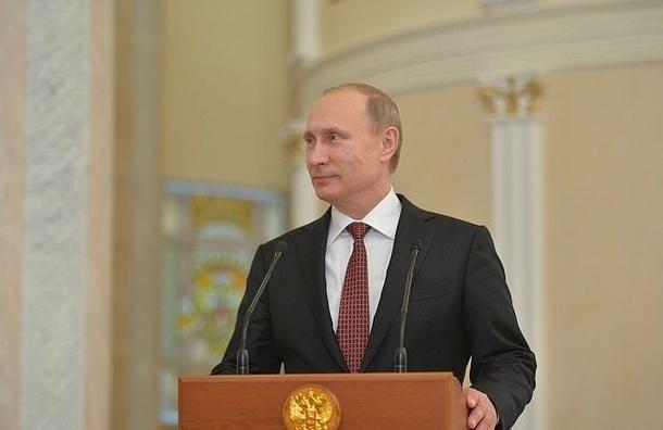 Путин сократил зарплату себе и Медведеву