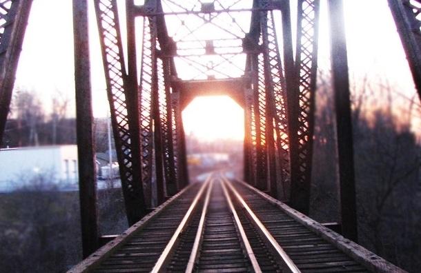 Неизвестные взорвали железнодорожный мост между ЛНР и Украиной