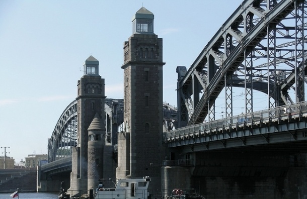 На Большеохтинском мосту меняется схема движения