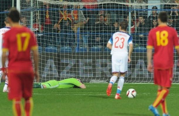 На футбольного фаната из Черногории, который бросил файер в Акинфеева, завели уголовное дело