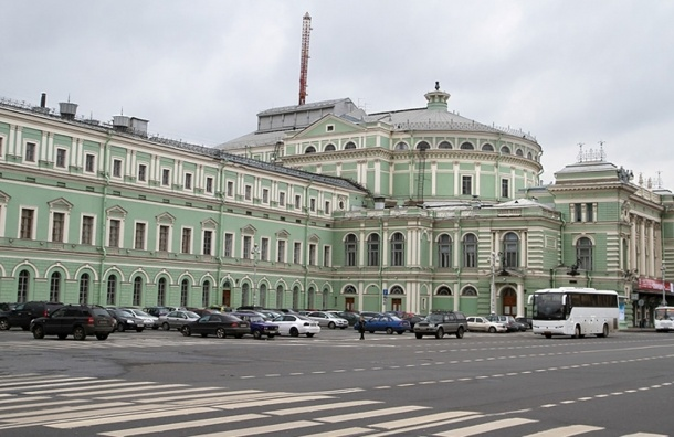 Движение по Театральной площади ограничат из-за строительства метро