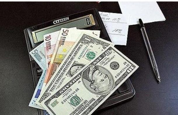 Рубль вырос на 25 копеек по отношению к доллару