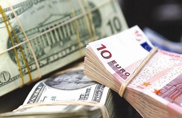 Рубль снижает свои позиции на открытии торгов на Московской бирже