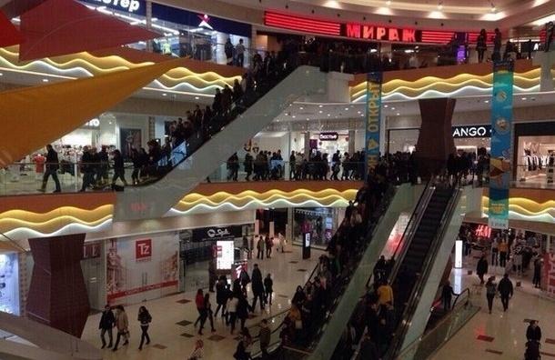 Сразу из двух торговых комплексов эвакуировали людей