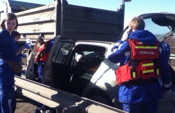 На КАД пострадавшего в ДТП с грузовиком эвакуировал вертолет