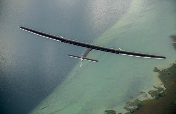 Швейцарский самолет на солнечных батареях начал полет вокруг света