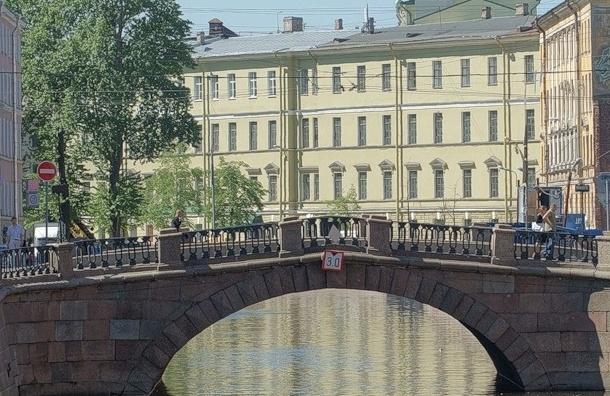 Неизвестный подложил мину к посту ДПС на Каменном мосту Петербурга