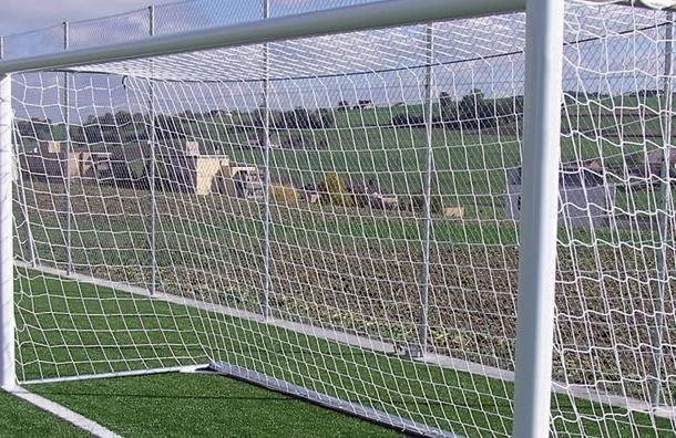Девятилетний мальчик, который запутался в сетке футбольных ворот, умер
