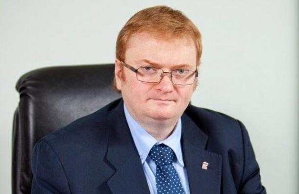 Милонов заметил, что в его коллегу «вселился сатана»