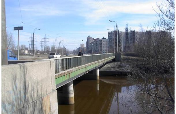 Вмешательство прокуратуры помогло залатать ямы на Ириновском мосту