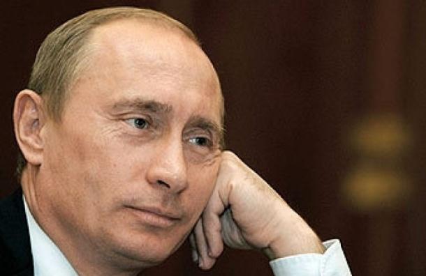 В Москве Путин спел гимн России совместно с участниками митинга