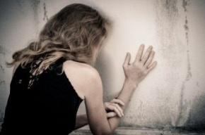 В Петербурге сожитель матери изнасиловал падчерицу