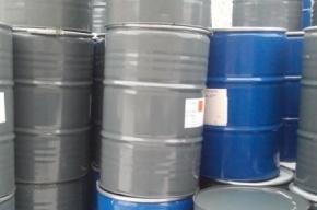 Недалеко от школы в поселке Понтонный обнаружили 50 бочек с химикатами
