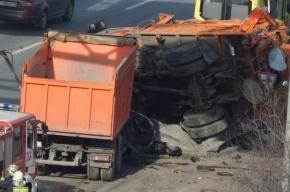 На Таллинском шоссе столкнулись два КАМАЗа