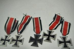 Петербуржец из Финляндии хотел привезти нацистские медали, ножи и нагрудные знаки времен Второй мировой войны