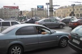 Сломанный светофор спровоцировал транспортный коллапс на площади Восстания