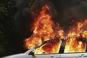 Восемь спасателей тушили отечественную машину в Приморском районе