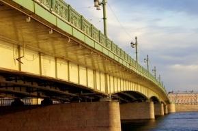 В Петербурге женщина прыгнула в Неву с Литейного моста