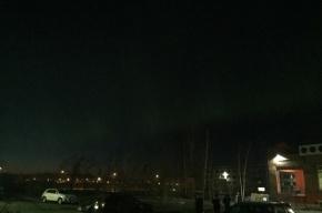 С приходом темноты в Петербурге показалось северное сияние