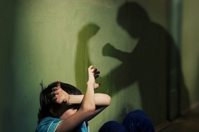 Петербуржец в течение двух месяцев избивал своего восьмилетнего сына