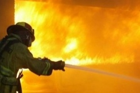 Десять человек эвакуировали из-за пожара в коммуналке на улице Марата