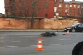 В Петербурге иномарка сбила мотоциклиста