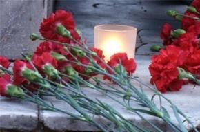 На кладбище в Толмачево неизвестные отломили часть лица у памятника солдату