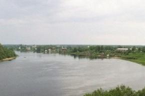 Из реки Волхов достали отечественный автомобиль с тремя трупами внутри