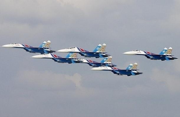 Горожан испугал гул военных самолетов в небе над Петербургом
