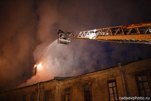 Пожар в здании бывших казарм Семеновского полка, фото: radaevphoto.ru: Фото