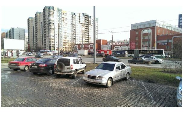 В Петербурге эвакуировали универсам