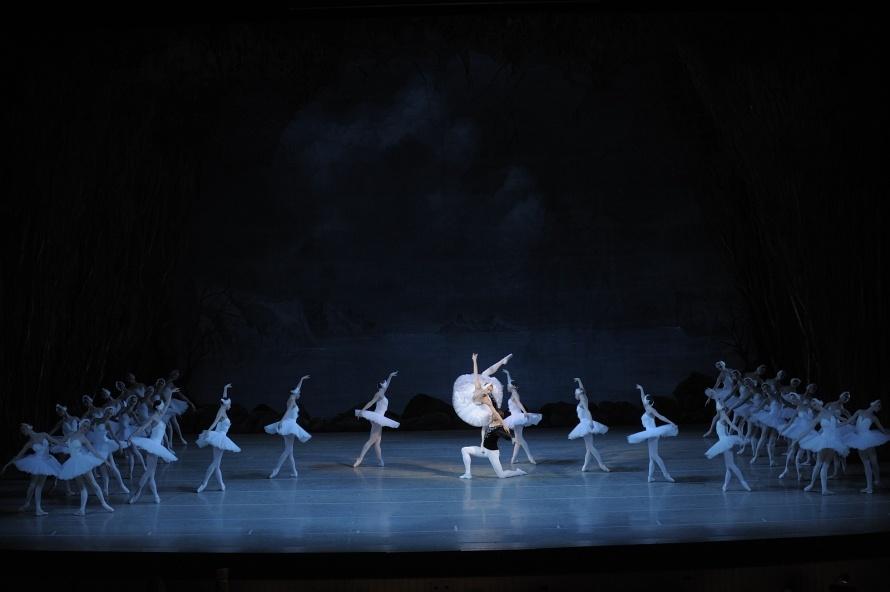 """Сцена из балета """"Лебединое озеро"""" Фото: Валентин Барановский © Мариинский театр"""