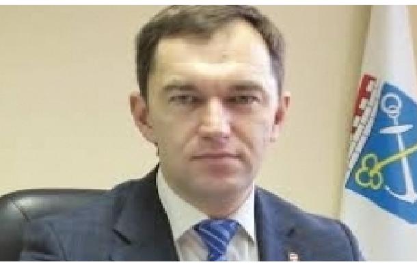 Главу Тихвинского района госпитализировали на вертолете после того, как прокуратура вынесла представление об его увольнении