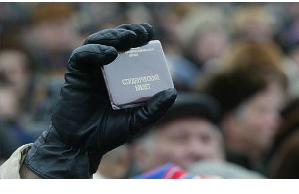 В Петербурге студентку колледжа подозревают в причастности к